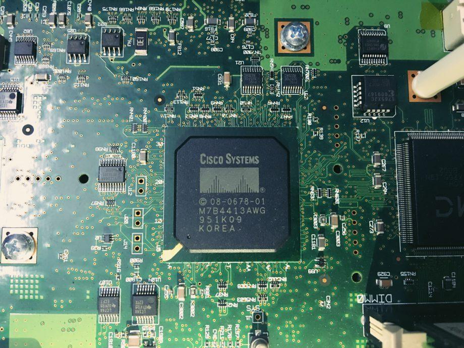 Cisco 2811 路由器内部细节赏析(1)